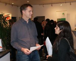 QSC-Ausbilder Stefan Weyhenmeyer im Gespräch mit einer Interessentin