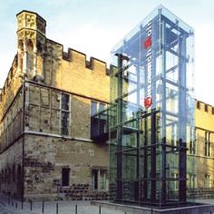 Der Gürzenich, Repräsentationsbau im Kölner Zentrum und Ort der QSC-HV