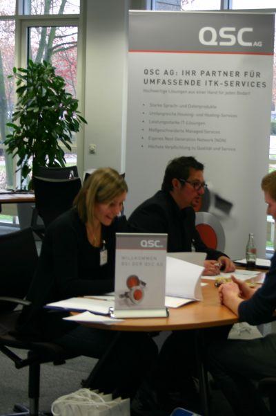 Pamela Thurn und Fred F. Schmidt von der QSC-Personalabteilung bei Bewerbungsgesprächen.