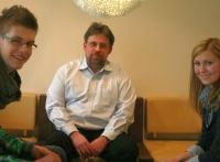 Christian Ebert im Interview mit QSC-Auszubildenden.