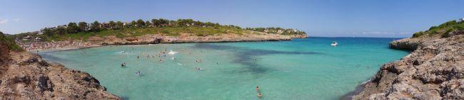 Sommer, Sonne, Urlaub - damit es wirklich die schönsten Wochen des Jahres werden, sollte man sich und seine Daten auf Reisen schützen. Foto: Mallorca: Cala Mandia bei Portocristo. Quelle: xxx