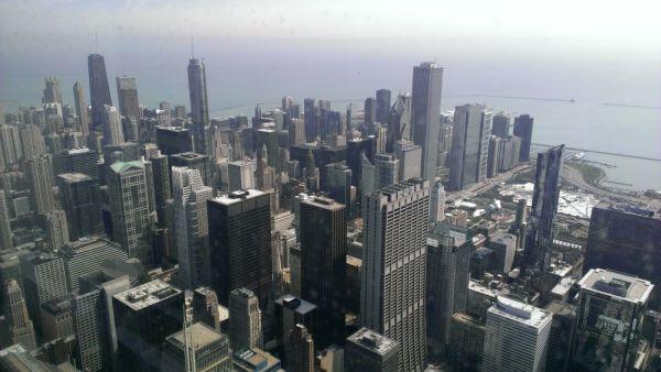 """Chicago von oben: Blick Richtung Downtown, footografiert vom Skydeck des """"Willis Tower"""". Foto: Tim Konopka / QSC AG."""