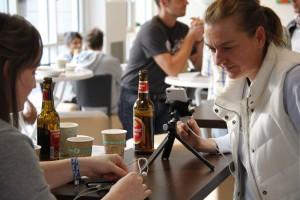 Nach der Session, vor der Session: Auch in der Cafeteria kam nie Langeweile auf. Foto: Dennis Knake/QSC AG