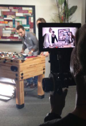 Film ab: Der Kameramann filmt QSC-Youngsters am Kicker.