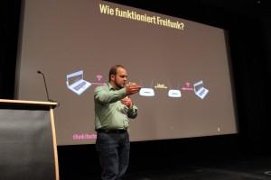 Helge Jung erklärt in seiner Session Freifunk Grundlagen. Foto: (cc by 2.0) Foto: Katja Evertz / Cortex digital