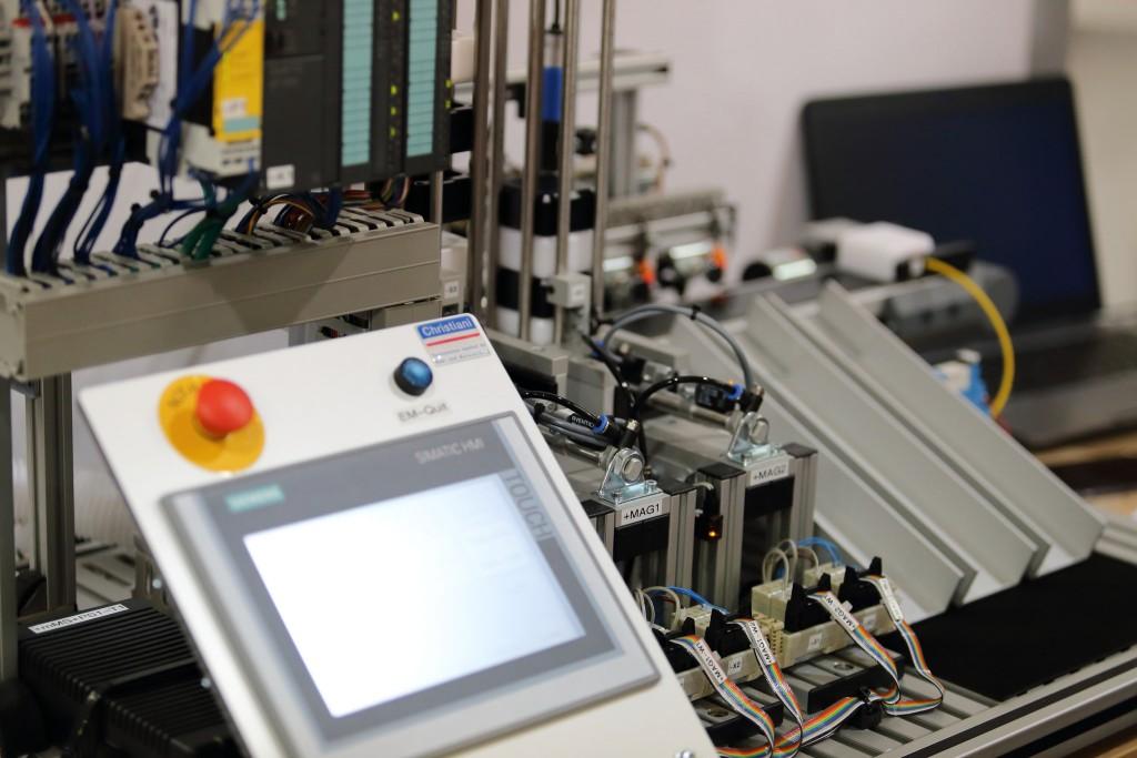Modell einer Sortiermaschine mit direkter Anbindung an ein SAP-System via Kommunikations Gateway von Q-loud. Foto: Dennis Knake/QSC AG