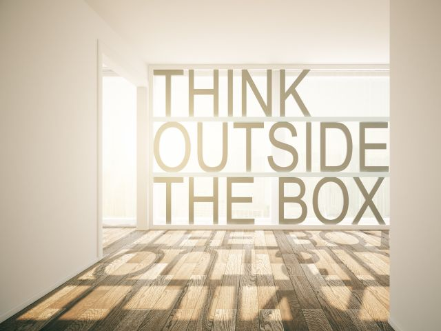 Innovationen: Think outside the Box. Foto: © istock.com / Peshkova.