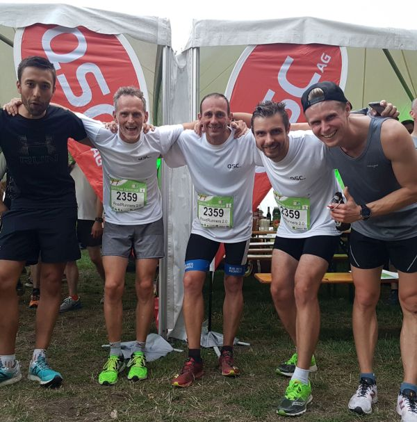 """Die """"Roadrunners 2.0"""" waren unser schnellstes Team beim Staffellauf: (v.l.n.r.): Steffen Wetzel, Oliver Loukota, Martin Leifholz, Hallgrimur Matthiasson und Dawid Jakubowski. Foto: QSC AG."""