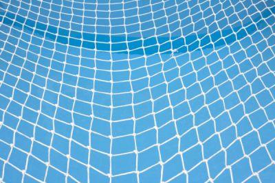 Besser mit Netz und doppeltem Boden arbeiten: Wer sicher gehen will, dass sein IP-Telefonsystem immer funktioniert, sollte einige Maßnahmen ergreifen. Foto: © iStock.com / onfilm.