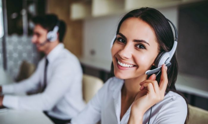 How can I help you? Beautiful call center workers in headphones are working at modern office. Bild: © istock.com / Vasyl Dolmatov