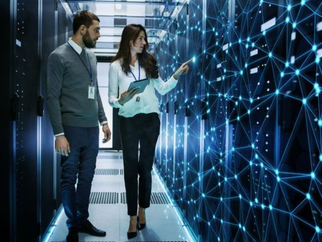 Weniger Aufwand, höhere Zukunftssicherheit: SharePoint aus der Cloud entlastet die IT-Abteilung. Bild: © iStock.com/gorodenkoff
