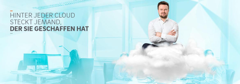 """Spannender Job """"Softwareentwickler Cloud"""". Mit solchen Bildmotiven wirbt QSC ab sofort um Job-Bewerber. Unser Fotomodel, der Informatiker Artur Heidt. leitet bei QSC den Bereich Microsoft Services Design. Bild: © QSC AG."""