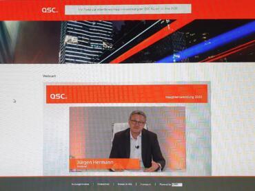 Jürgen Hermann live während der virtuellen QSC-Hauptversammlung. Screenshot: © QSC AG.