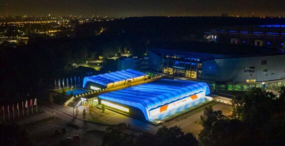 Nachtaufnahme, Foto des q.beyond Stadions in Hamburg Altona von oben