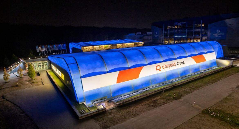 Nachtaufnahme, Foto des q.beyond Stadions in Hamburg Altona